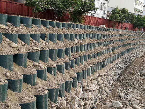 کاربرد ژئوممبران برای حفاظت از شیب های خاک